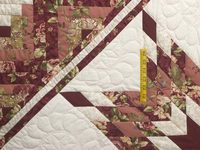 Rose and Cream Lone Star Log Cabin Quilt Photo 4