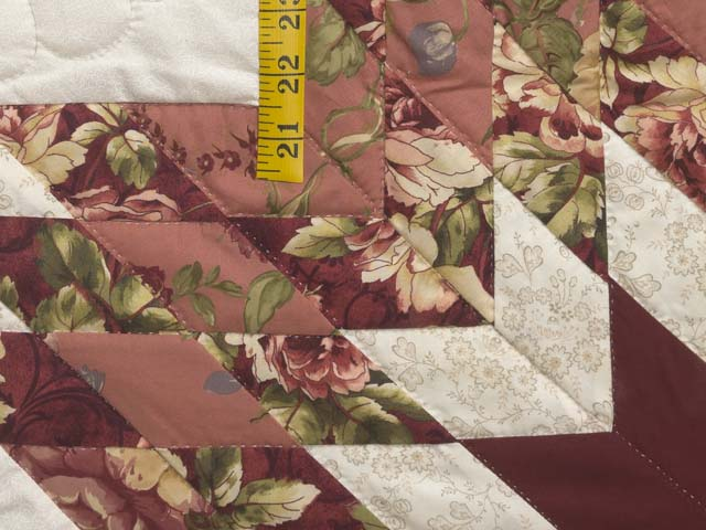 Rose and Cream Lone Star Log Cabin Quilt Photo 5