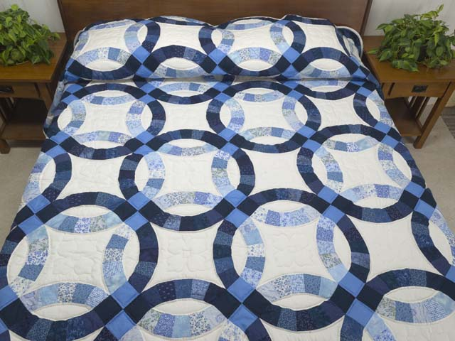 Blue Navy and Cream Double Wedding Ring Quilt Photo 1