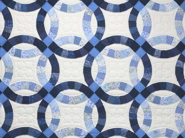 Blue Navy and Cream Double Wedding Ring Quilt Photo 3