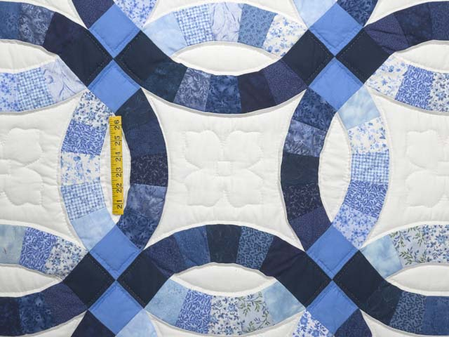 Blue Navy and Cream Double Wedding Ring Quilt Photo 4