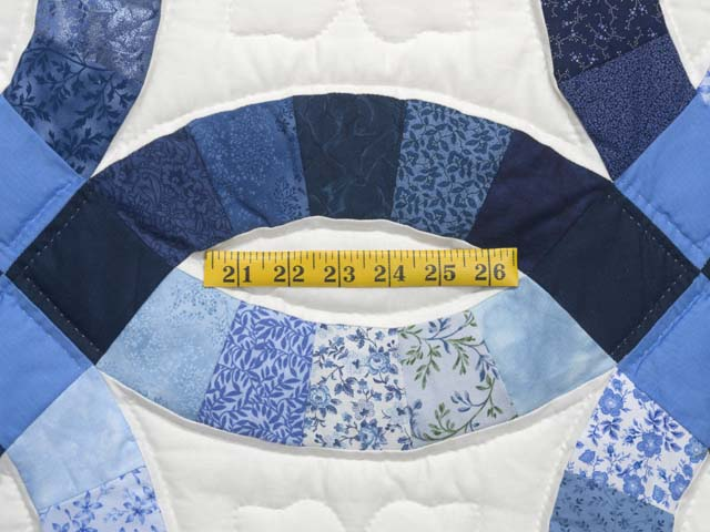 Blue Navy and Cream Double Wedding Ring Quilt Photo 5