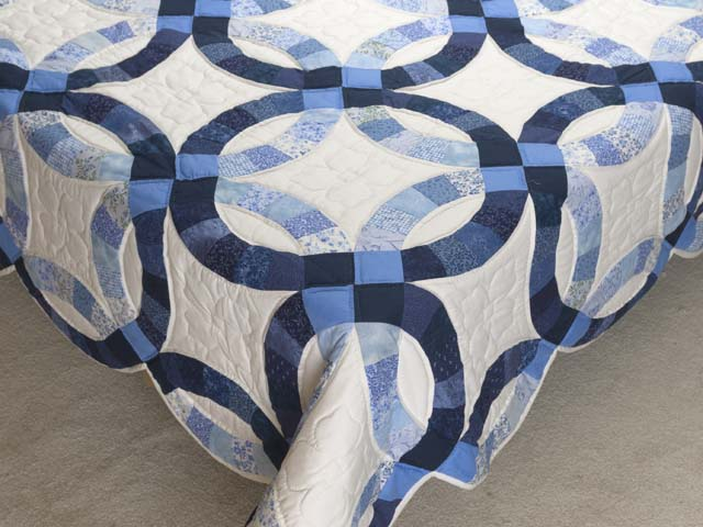 Blue Navy and Cream Double Wedding Ring Quilt Photo 7