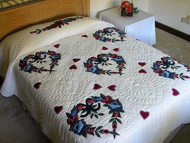 Heart Wreaths Applique Quilt Photo 1
