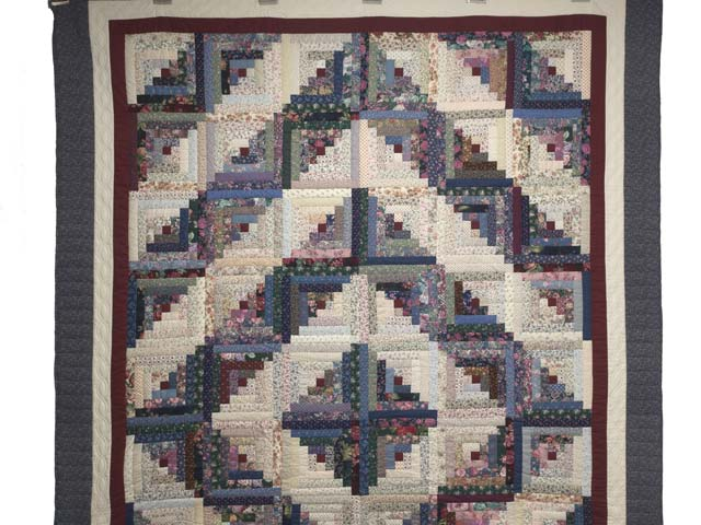 Scrappy Log Cabin Quilt Photo 2