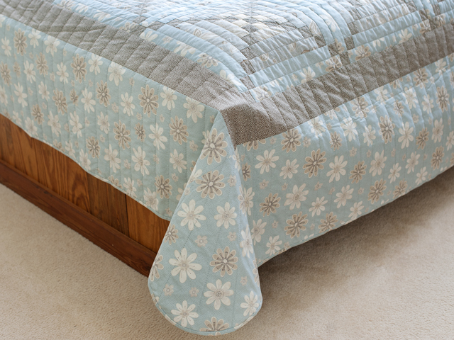 Sky Blue and Soft Gray Chimney and Cornerstone Log Cabin Quilt Photo 7