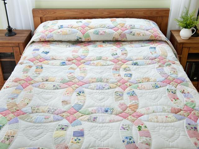 King Floral Pastel Double Wedding Ring Quilt Photo 1