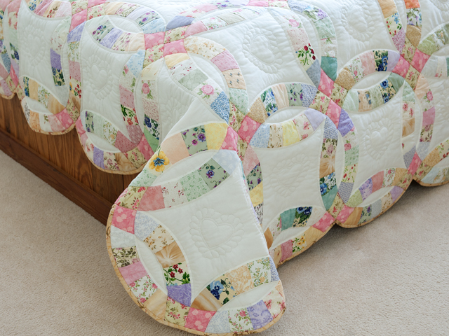 King Floral Pastel Double Wedding Ring Quilt Photo 7