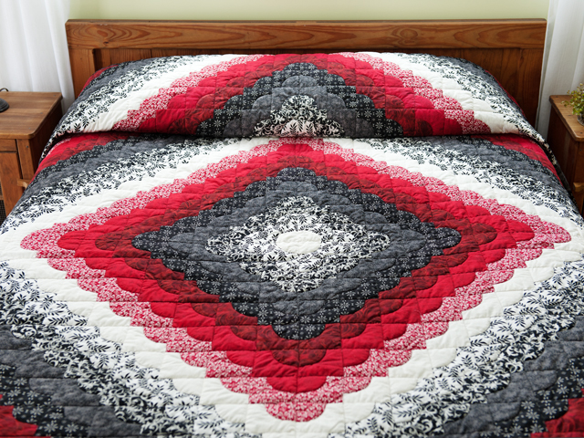King Red Black and White Ocean Wave Quilt Photo 1