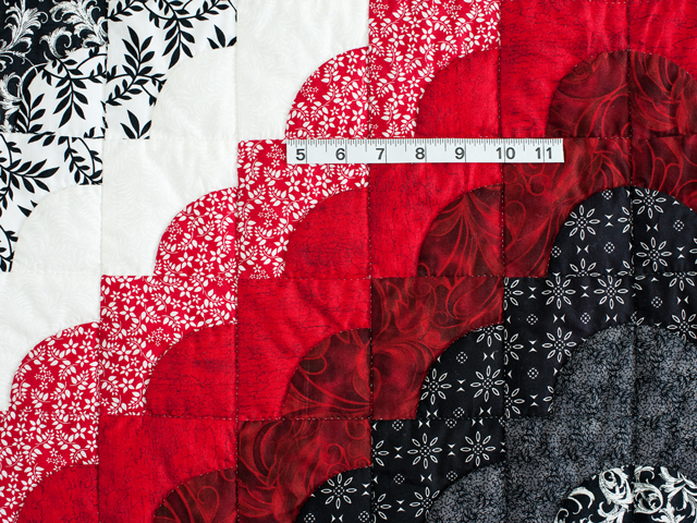 King Red Black and White Ocean Wave Quilt Photo 4