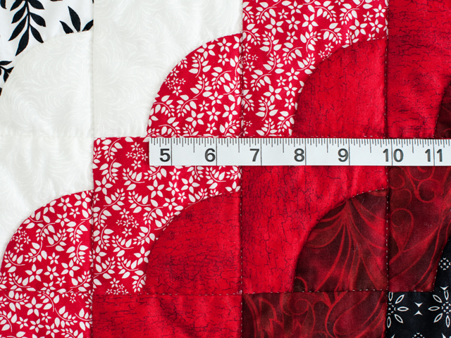 King Red Black and White Ocean Wave Quilt Photo 5
