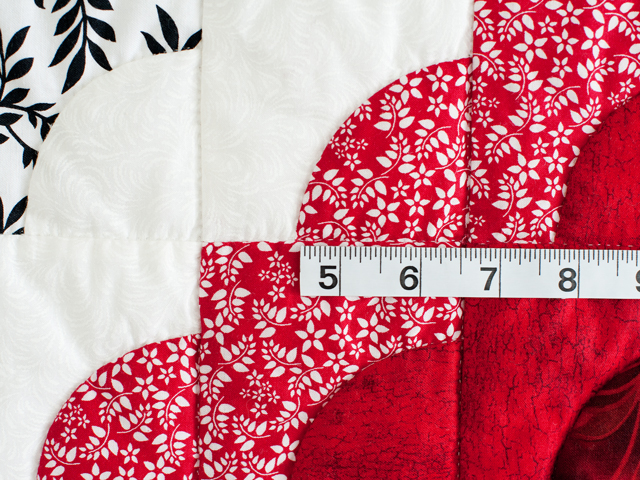 King Red Black and White Ocean Wave Quilt Photo 6