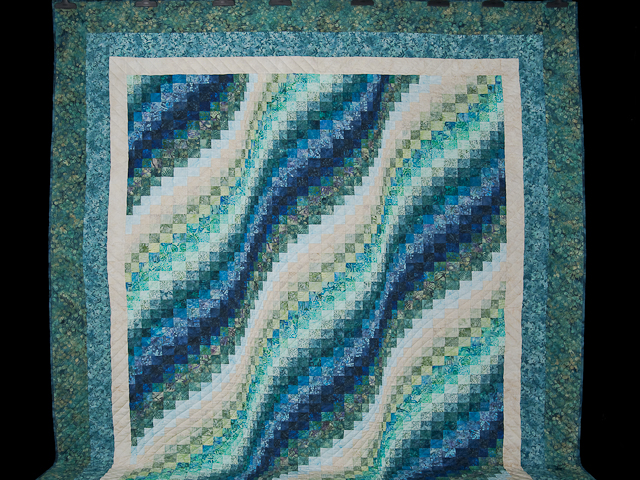 Queen Size Bargello Wave Quilt Photo 2