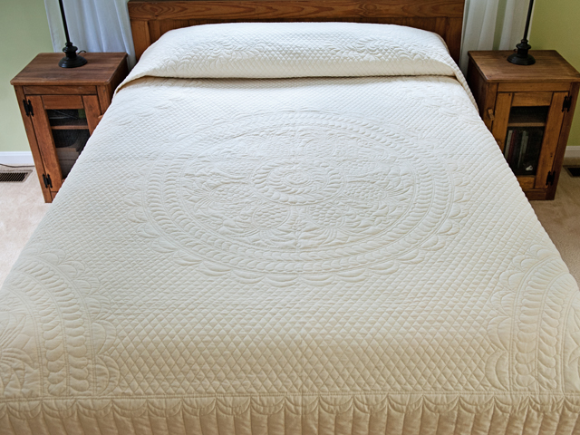 King All-Quilted Pineapple Quilt Photo 1