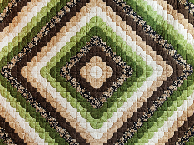 Queen Moss Green and Brown Ocean Wave Quilt Photo 3