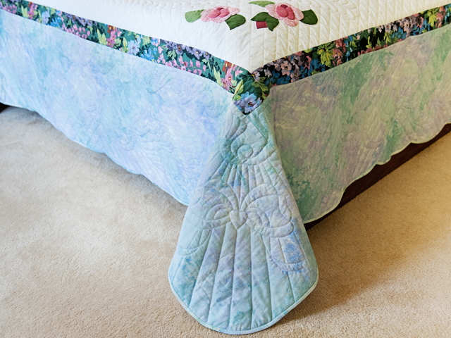 Doves and Roses Wedding Quilt Photo 7