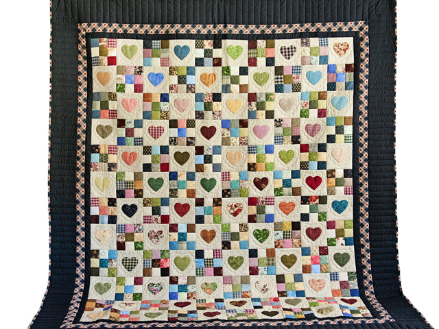 King Navy and Multicolor Hearts and Nine Patch Quilt Photo 2