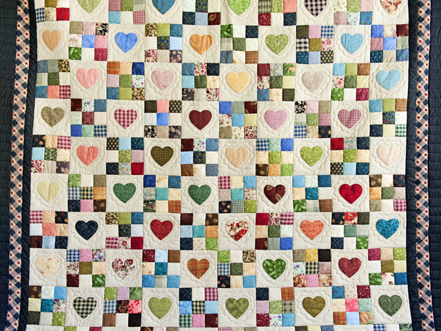 King Navy and Multicolor Hearts and Nine Patch Quilt Photo 3