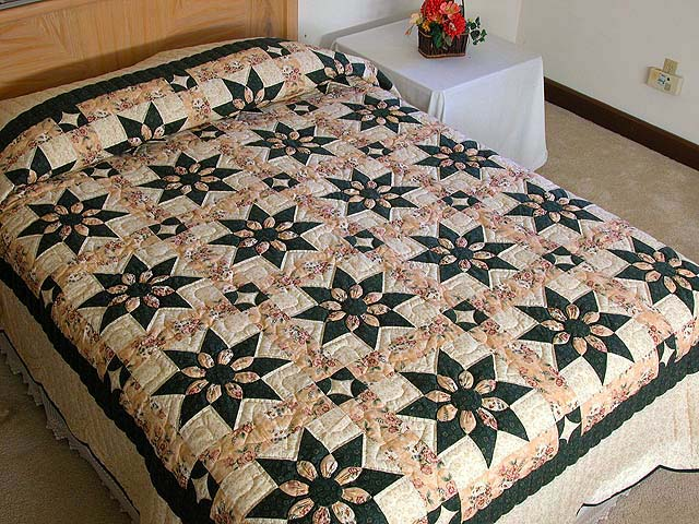 Dark Green and Peach Dahlia Quilt Photo 1