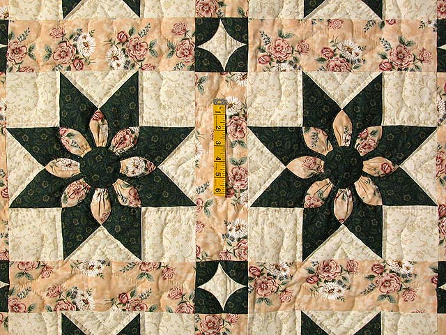 Dark Green and Peach Dahlia Quilt Photo 4