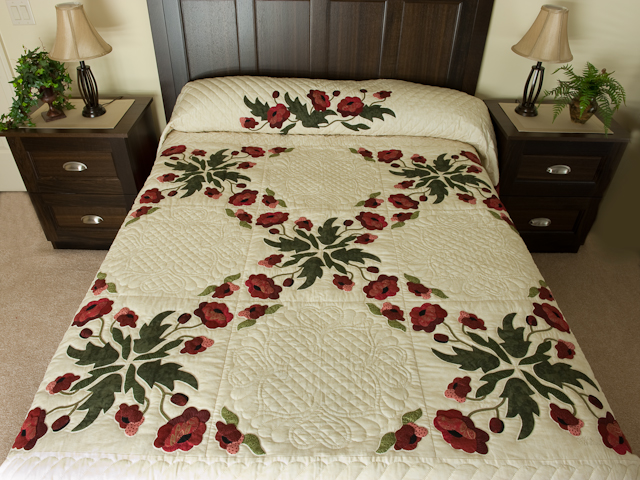 Poppy Fields Quilt Burgundy and green on ivory Photo 1