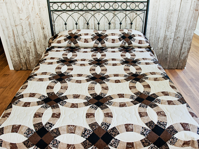 Browns and Black Double Wedding Ring Quilt Photo 1
