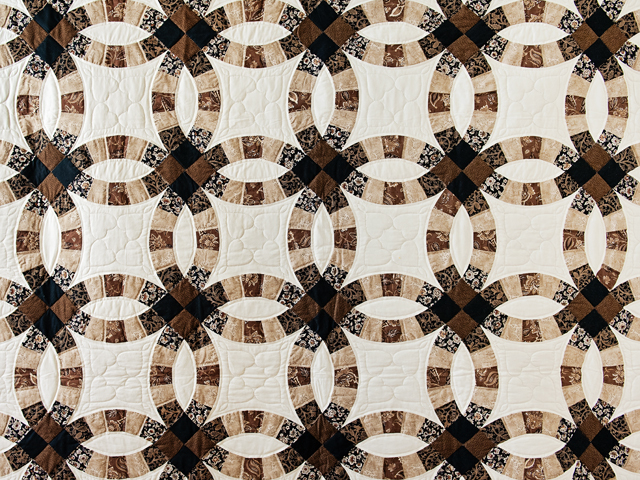 Browns and Black Double Wedding Ring Quilt Photo 3