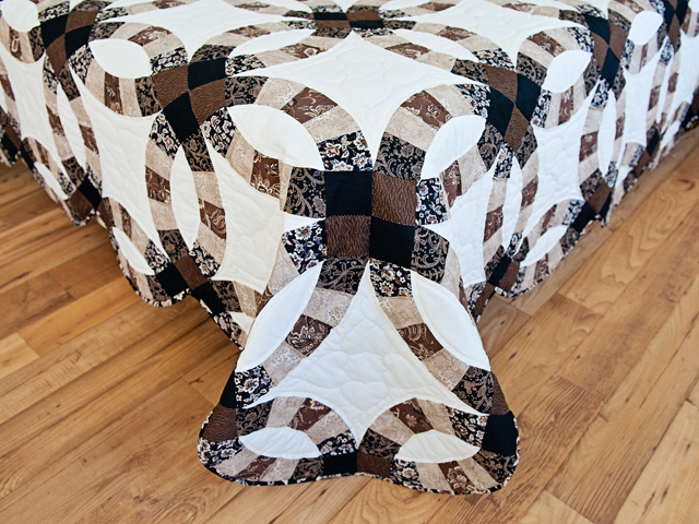 Browns and Black Double Wedding Ring Quilt Photo 7