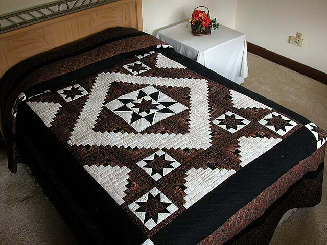 Black and Gold Vermont Star Quilt Photo 1