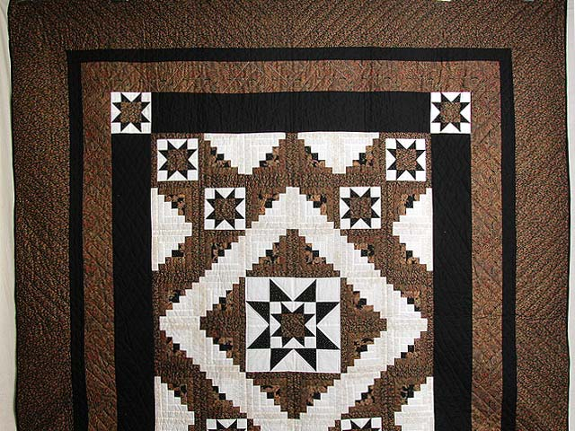 Black and Gold Vermont Star Quilt Photo 2