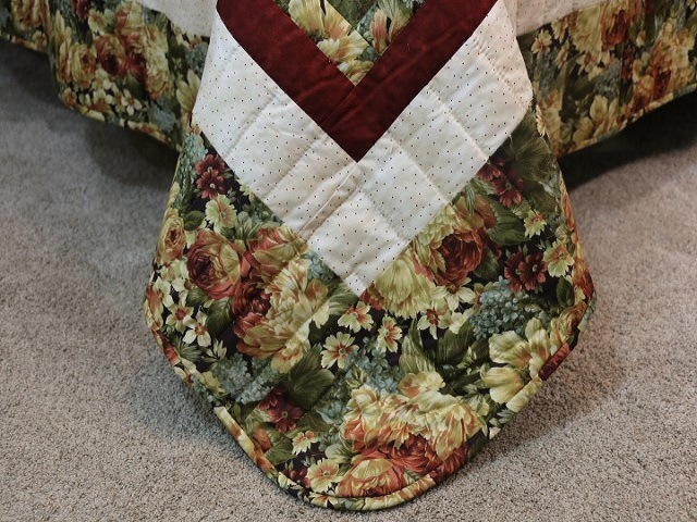 Green Gold and Deep Burgundy Lone Star Log Cabin Quilt Photo 8