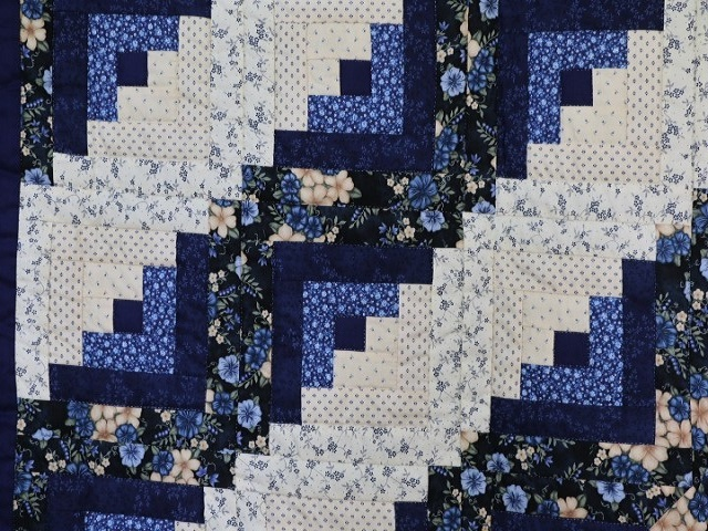 Blue and Cream Lone Star Log Cabin Quilt Photo 5