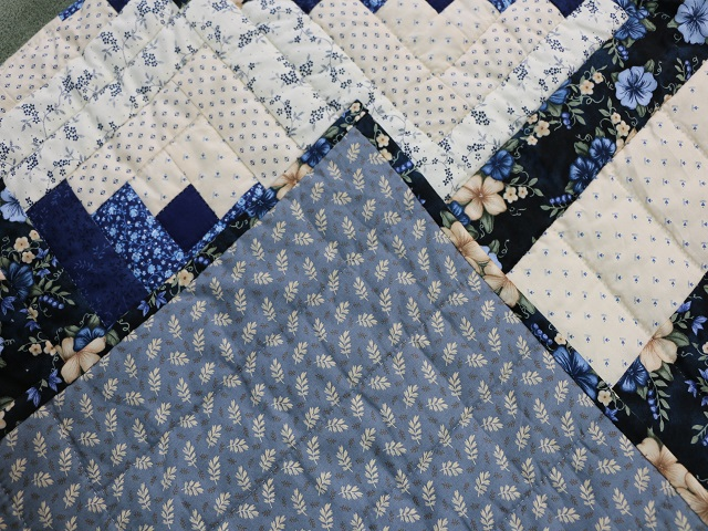 Blue and Cream Lone Star Log Cabin Quilt Photo 8