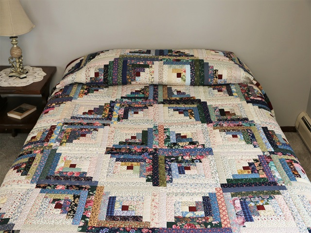 Scrappy Log Cabin Quilt Photo 1