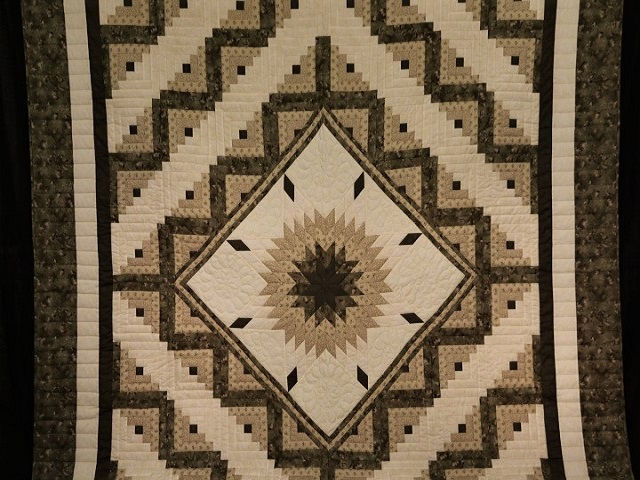 Soft Olive Green and Cream Lone Star Log Cabin Quilt Photo 1
