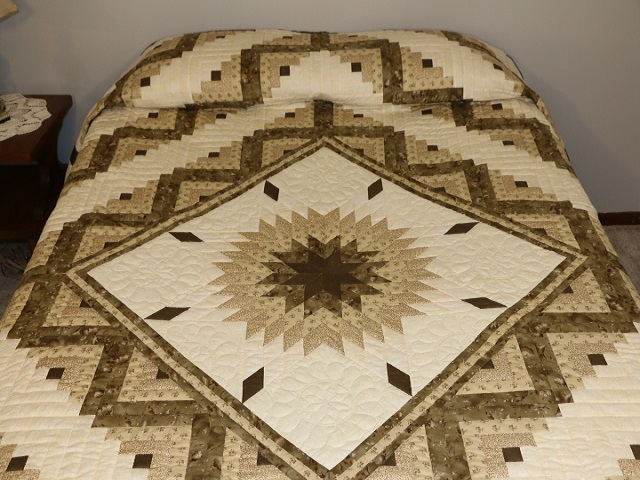 Soft Olive Green and Cream Lone Star Log Cabin Quilt Photo 2