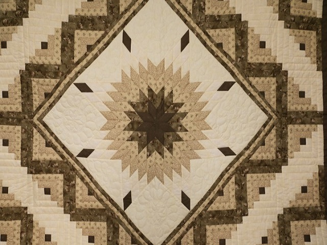 Soft Olive Green and Cream Lone Star Log Cabin Quilt Photo 3