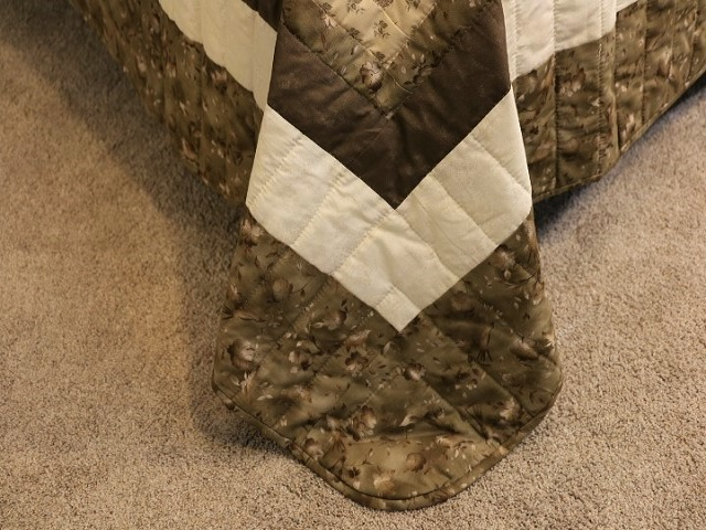 Soft Olive Green and Cream Lone Star Log Cabin Quilt Photo 8