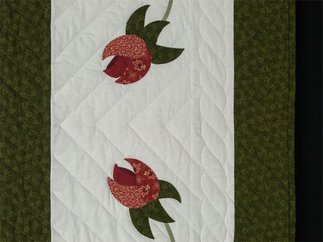 I Promised you a Rose garden Queen Quilt with appliqued shams included Photo 5