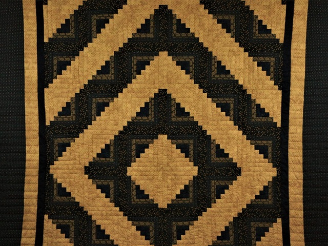 Log Cabin Navy and Deep Tan Quilt Photo 2