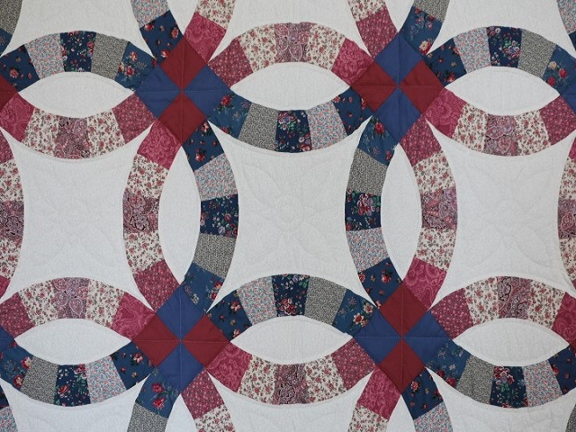 King Blue and Rose Double Wedding Ring Quilt Photo 4
