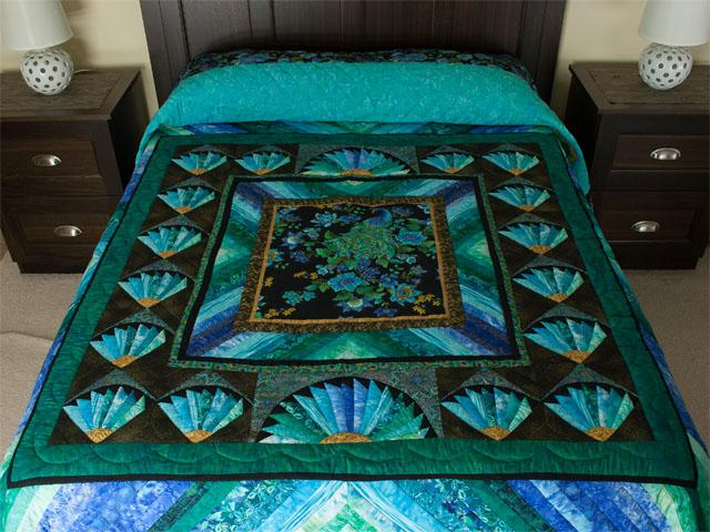 Peacock Fan - Queen Photo 1