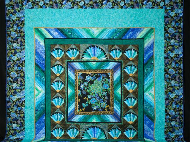 Peacock Fan - Queen Photo 2