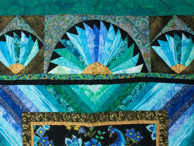 Peacock Fan - Queen Photo 4