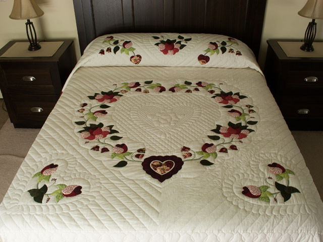 Heart of Roses - Queen size Burgundy and Rose Photo 1