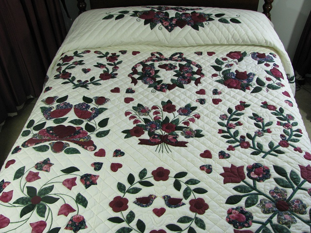 Burgundy Green Applique Sampler Quilt Photo 1