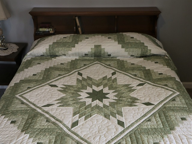 King Soft Greens and Cream Lone Star Log Cabin Quilt Photo 1