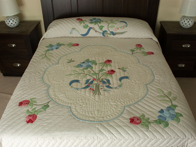 Lancaster Treasure in sweet cherry, blues and maize