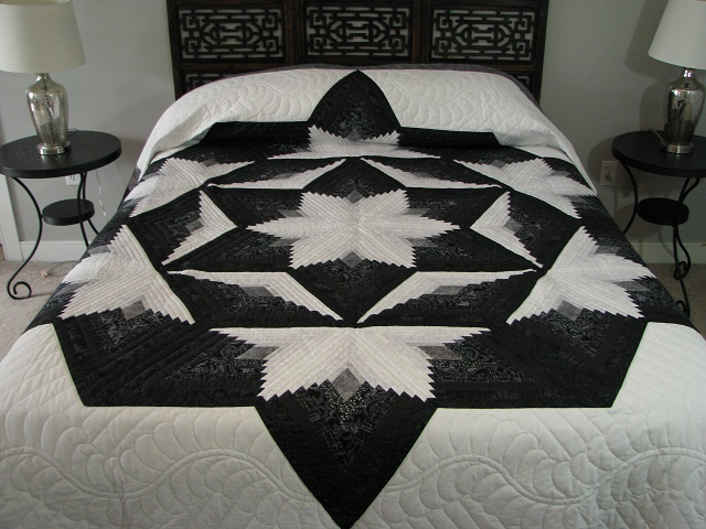 Black and White Diamond Star Log Cabin Quilt Photo 1