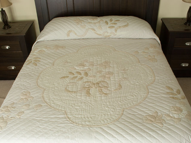 Lancaster Treasure in ivory with tan floral border King size hand appliqued and hand quilted Photo 1